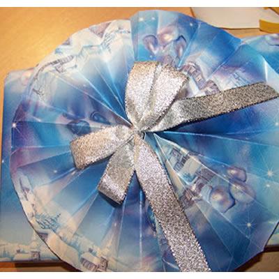 Weihnachtsgeschenke: Verpackung mit großem Fächer